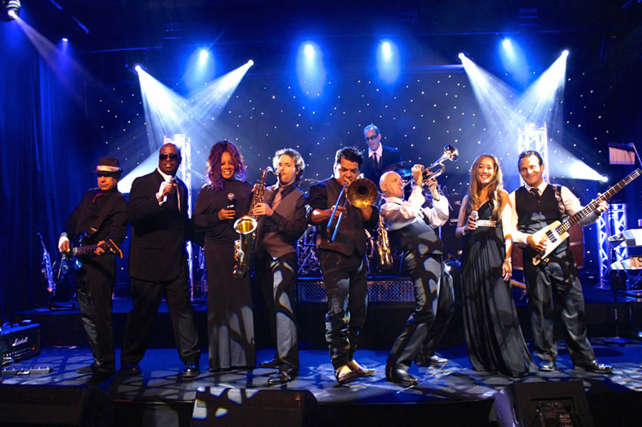 Hire Adelaide Corporate Entertainment Performers & Entertainers